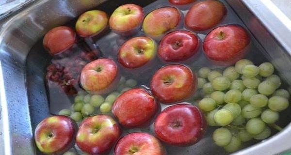 Cea mai simplă metodă pentru a elimina pesticidele din fructe şi legume