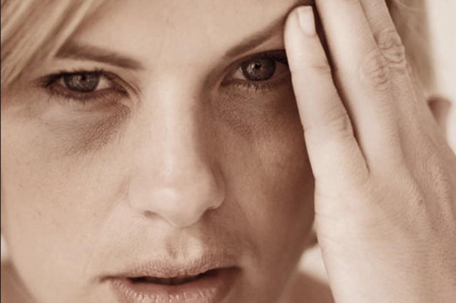 Ai ochii și mâinile umflate și ești mereu obosit? Iată care ar putea fi cauza