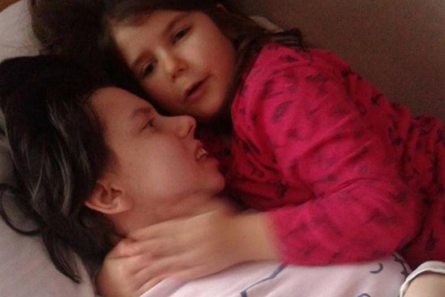 A intrat in coma in urma cu 7 ani, in timpul travaliului. Femeia s-a trezit acum si si-a imbratisat pentru prima data fiica