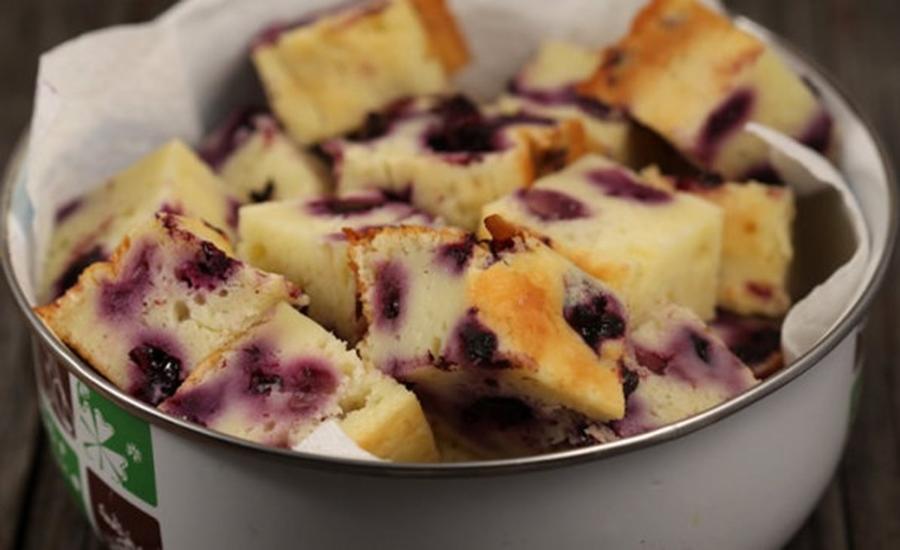 Desert delicios. Rețetă de prăjitură cu brânză și afine