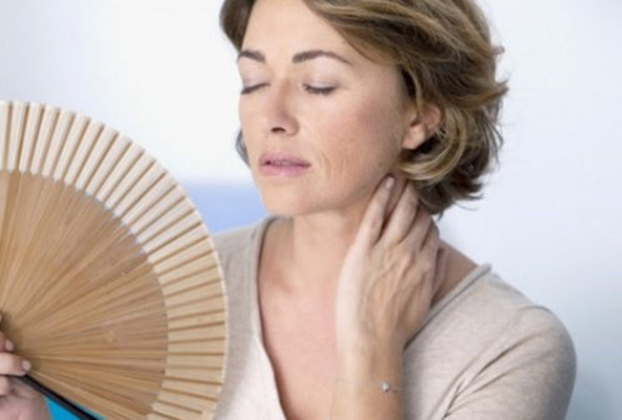 Simptome menopauză. Când e normal să intri la menopauză