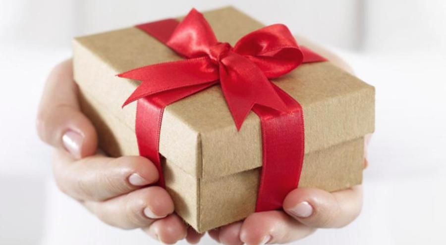 Superstitii: Cadouri pe care nu e bine sa le mai primesti. Aduc ghinion