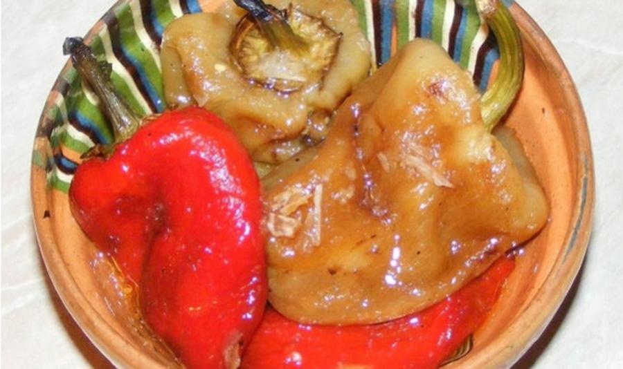 Secretele ardeilor copti – cum se aleg, coc si curata cel mai usor. Aplica trucurile pentru o salata delicioasa de ardei copti in ulei si otet
