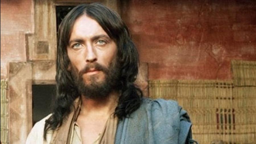 Ce s-a intamplat cu actorul care l-a jucat pe Iisus din Nazaret. BLESTEMUL care l-a urmarit dupa aceea