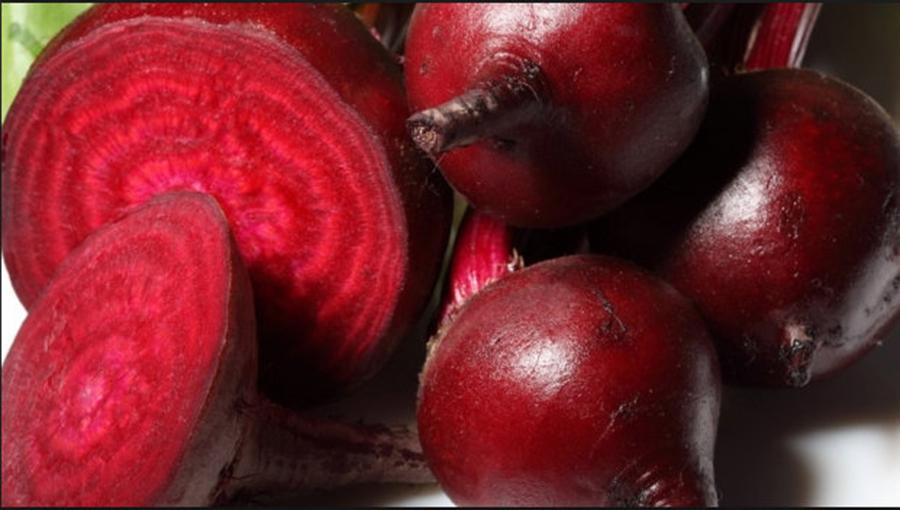 """Fie ca este vorba despre par, ten sau piele, sfecla rosie poate fi un adevarat miracol pentru corpul tau, asta daca inveti cateva """"retete"""" usoare"""