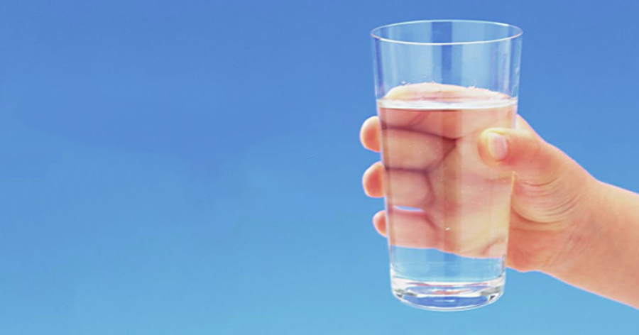 Este suficient doar să vă învățați să beți apă pe stomacul gol și veți vedea un efect incredibil! Sunteți gata pentru schimbare?