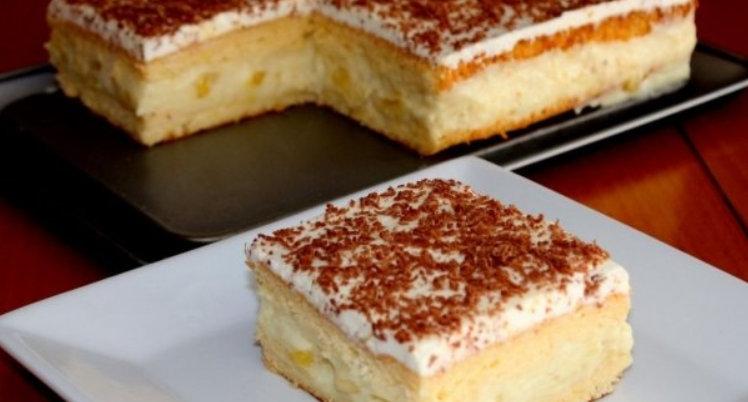 Pofticioasa cu banane – O prajitura cu crema fina si pufoasa