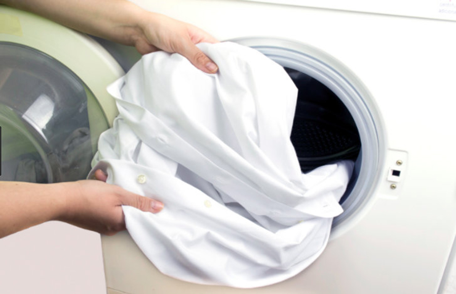 Oțetul alb vă va face hainele strălucitoare și proaspete precum primăvara. Nimic chimic, doar ieftin și ușor de folosit