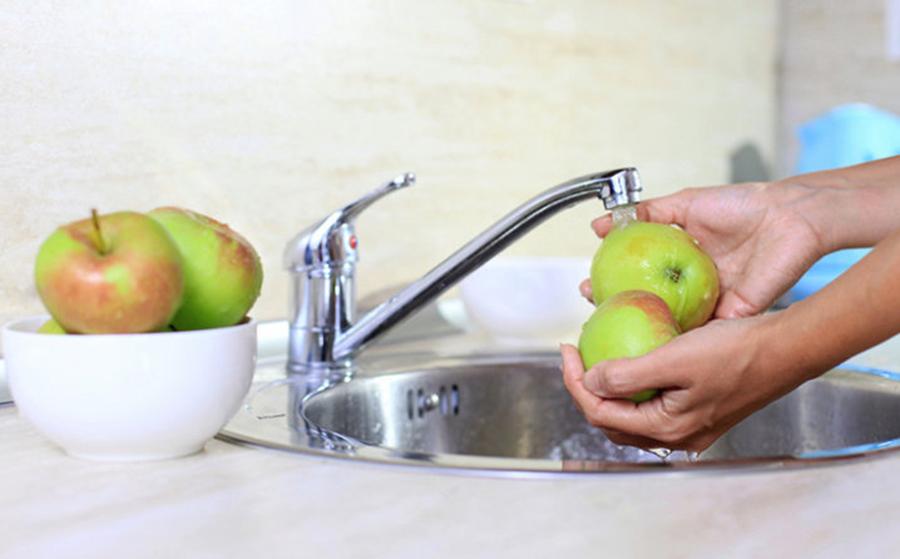 Ingredientul ieftin din bucatarie care te ajuta sa indepartezi pesticidele de pe fructe