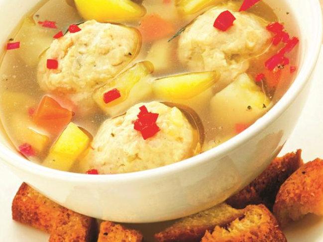 Supa de pui cu găluște cred că este supa preferată a românilor dar nu multora le ies găluștele așa cum trebuie. Haideți să vedem cum se face supa de pui cu găluște și legume