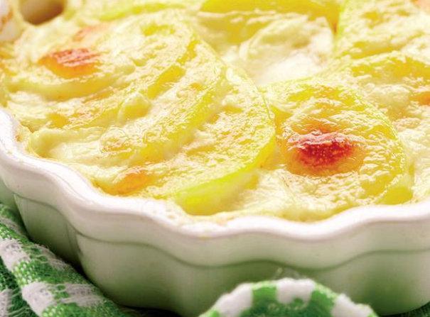 Ieftin, bun rău de tot la gust, rapid de preparat și mai rapid de mâncat- cartofi cu smântână la cuptor