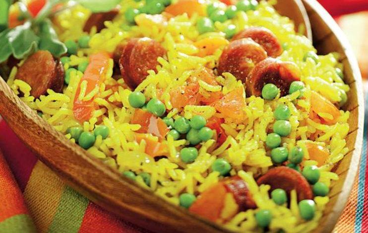 Te-ai săturat de clasicul pilaf de orez și vrei să încerci și altceva? Un orez ca la spanioli este fix ce trebuie în seara asta