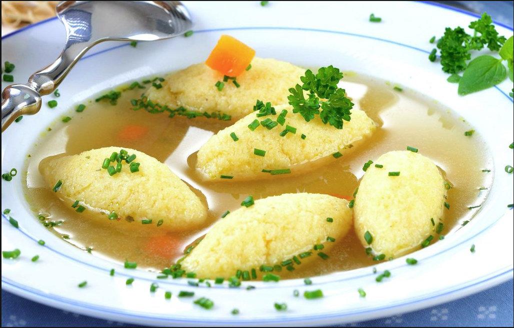 Supa cu găluște de post se face simplu și rapid și este extrem de gustoasă.