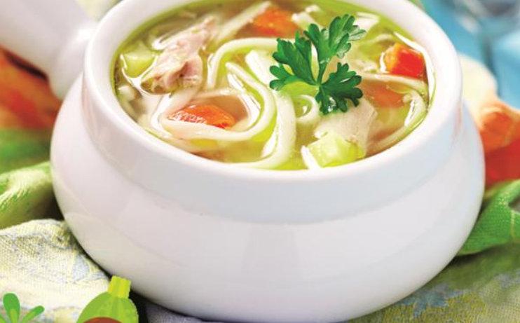 """Se știe că cei mici sunt foarte atenți la ce li se oferă în meniu. De aceea, am ales aceasta supa care să """"le facă cu ochiul""""."""