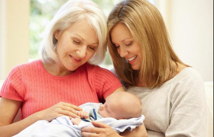 Incredibilă concluzie a oamenilor de știință! Bunica maternă este cel mai important om din viața copilului