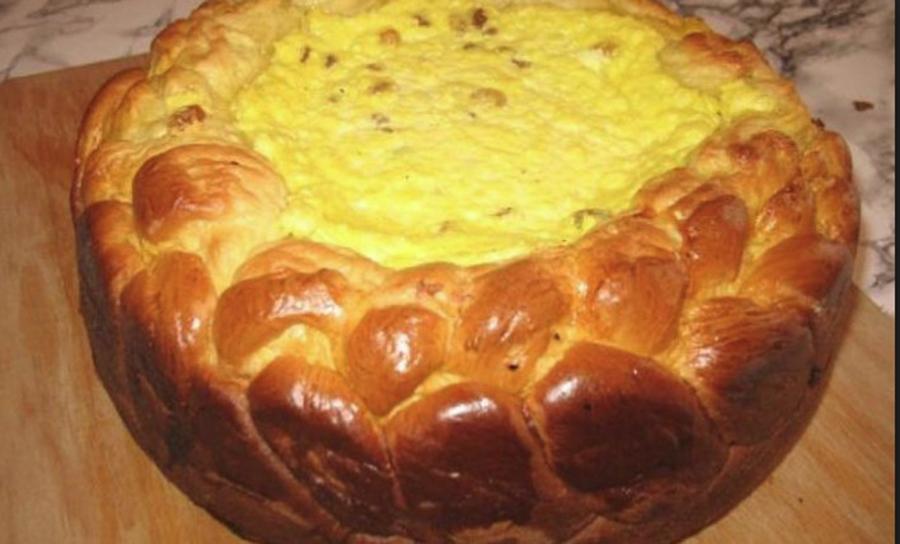 Învaţă să prepari o pască cu brânză şi smântână specială pentru Paşte.