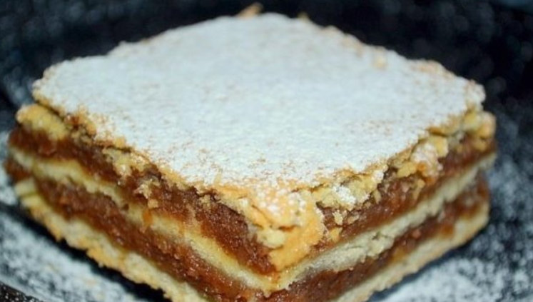 Reteta bunicii de prajitura cu umplutura de mere. Aluatul este fraged. Reteta mai jos