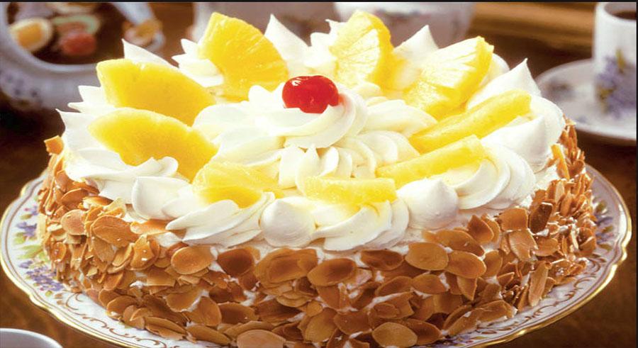 Tort cu frişcă şi ananas – o idee perfectă de tort pentru o zi aniversară sau, de ce nu, pentru masa de Paște