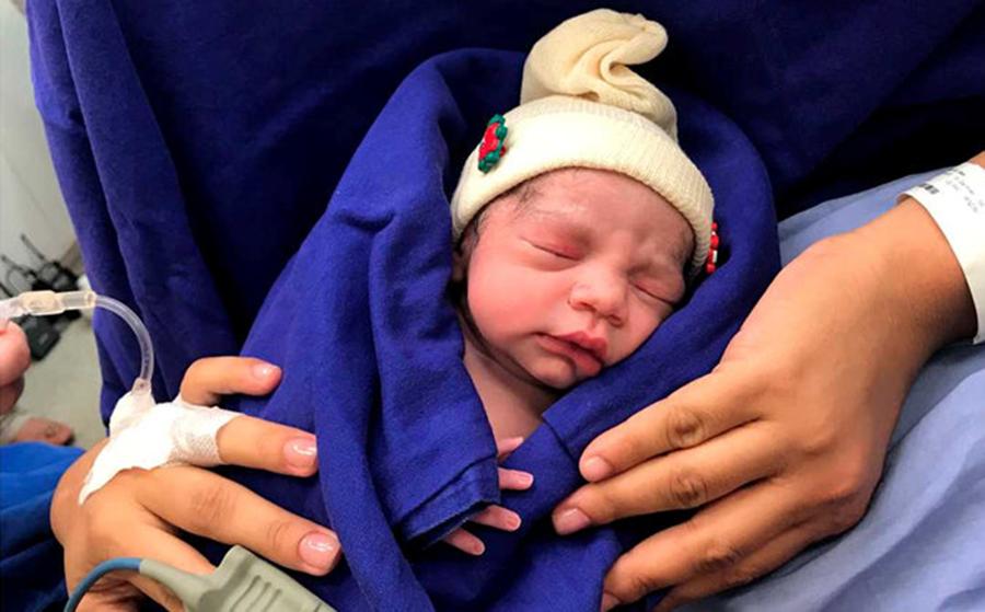 O minune a stiintei? S-a nascut primul copil din lume dezvoltat in interiorul unui uter transplantat de la un donator decedat, ce spun doctorii