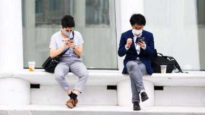 WhatsApp va distribuie datele cu...